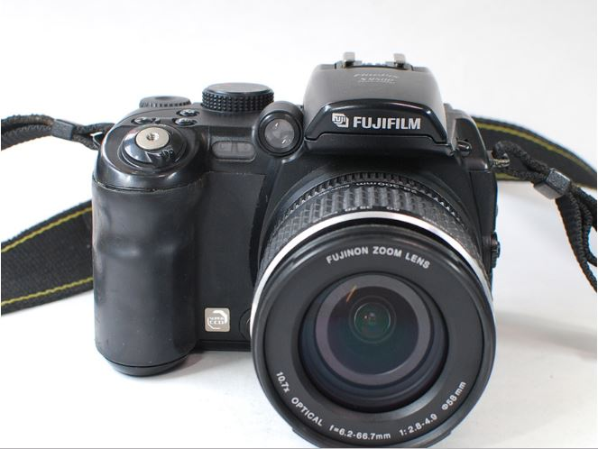 digital camera s9600 In Comparison with the DSLR optical zoom camera of 9 million effective pixels