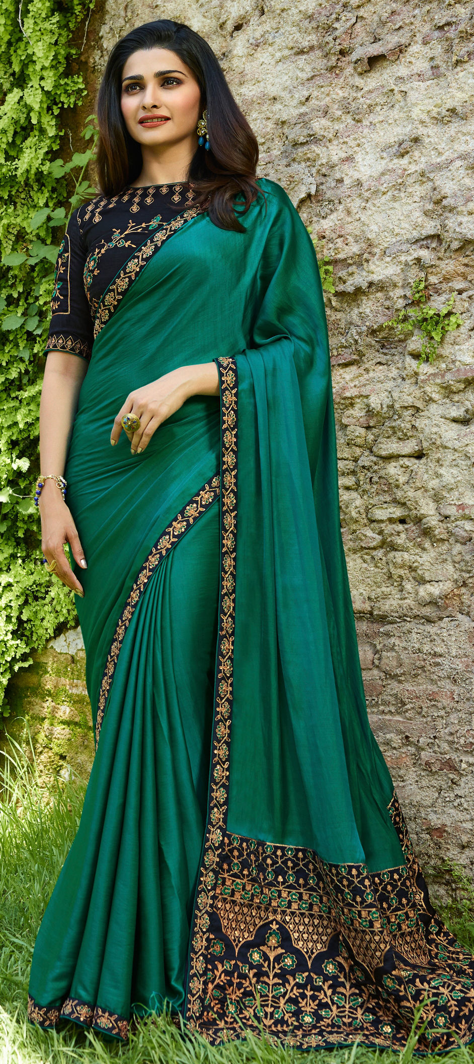 Faux Georgette Bollywood Saree in Green with Thread work